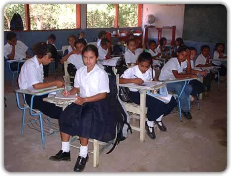 http://cms7.blogia.com/blogs/a/an/ant/antoncastro/upload/20060911095550-escuela-del-mundo.jpg